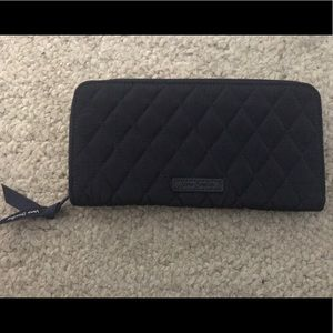 Navy Vera Bradley wallet. New With Tags!